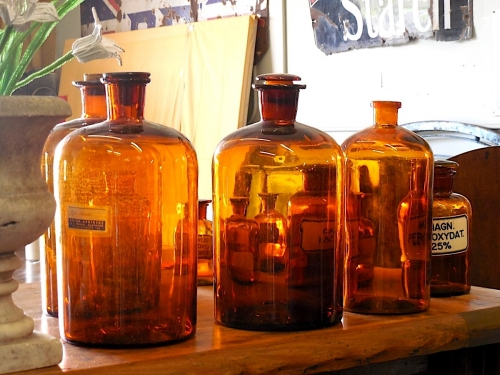 apothecary_bottles_medicine_medical_health_glass_natural_pharmacy-1228299.jpg!d.jpeg